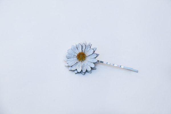 daisy hair grip