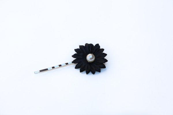 black daisy hair grip